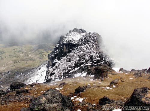 Guagua Pichincha hike (Ecuador: 4.774 m/ 15.663 ft)