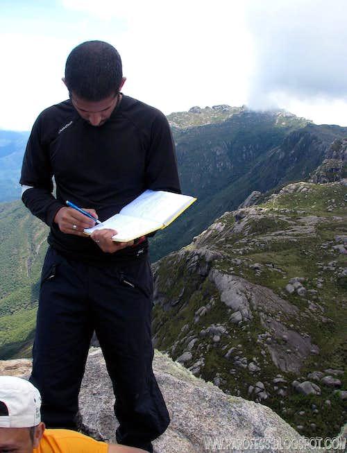 Prateleiras Peak summit: 2.543m