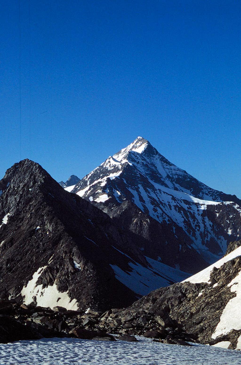 The NE ridge and the summit...