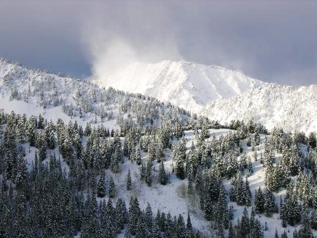 Snow Plumes on North Thunder