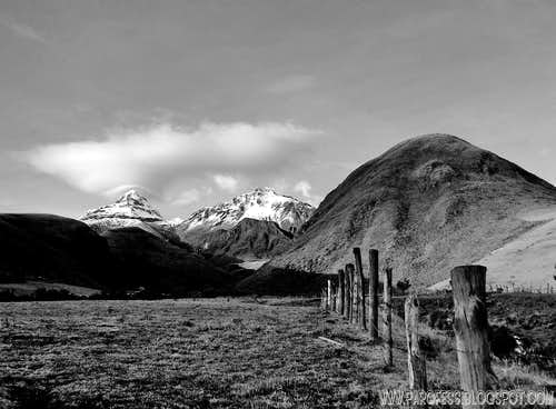 B&W version of the Illinizas and Cerro Pilongo