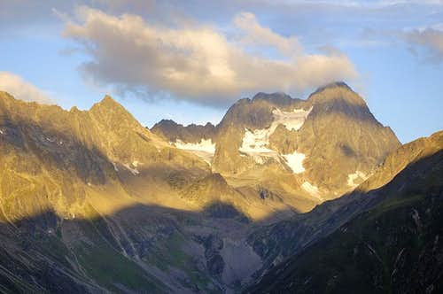 Beautiful sunrise over Watzespitze
