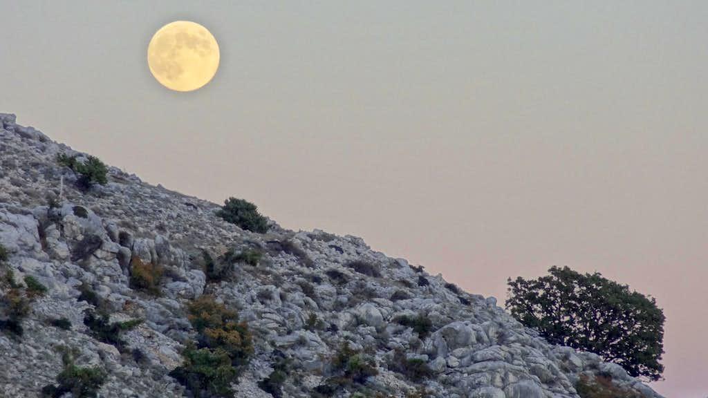 The moon (real) and the moon (Obzova)
