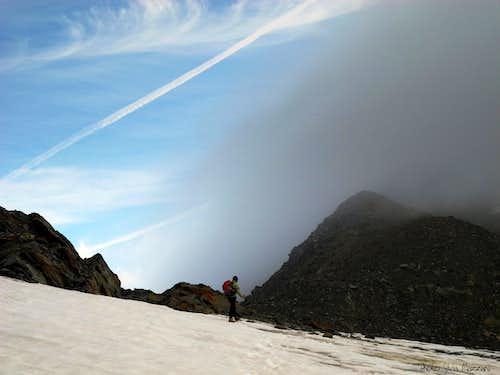 Fog coming down over the glacier, Palon de La Mare