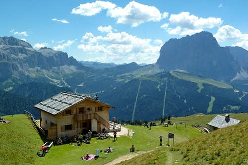 Stevia Hütte with Sass Pordoi (left) and Sassolungo (right)