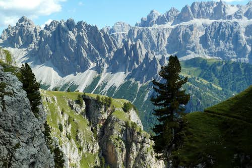 Descending from the Stevia Hütte: the Cir Towers and Sella Group