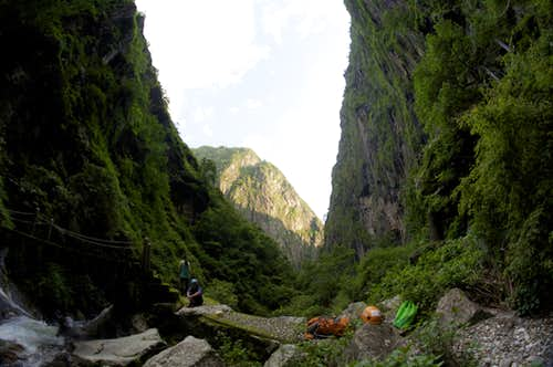 Inside Shimenguan Gorge