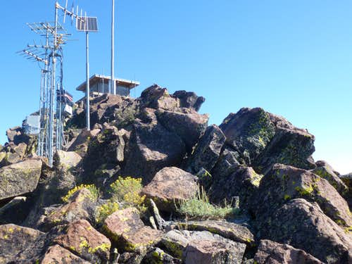 Final summit rocks to Verdi Peak