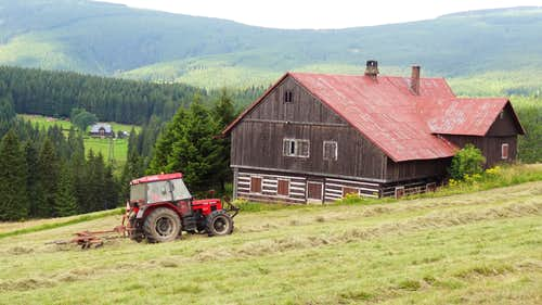 Tractor and farm in Malá Úpa