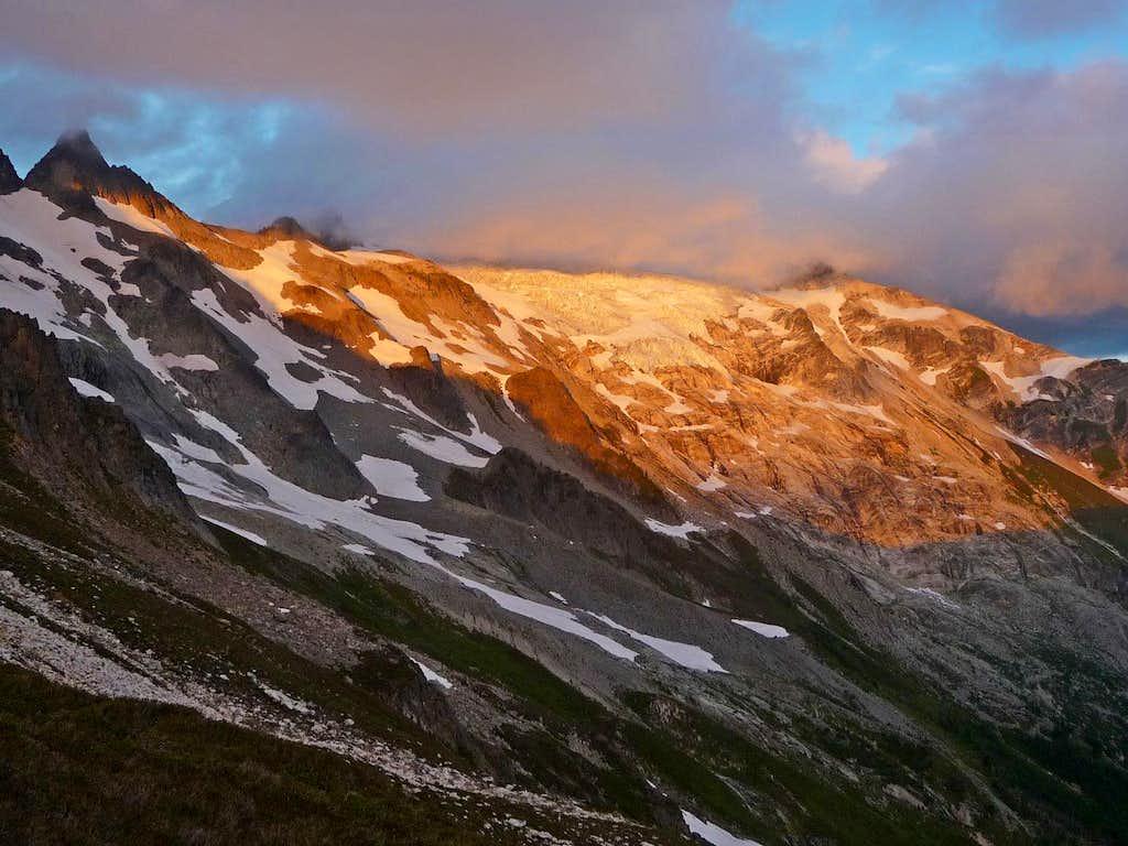 Alpenglow on Dome Peak