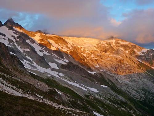 Alpenglow on Dome Peak