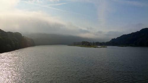 Lake Jezioro Międzybrodzkie in the morning