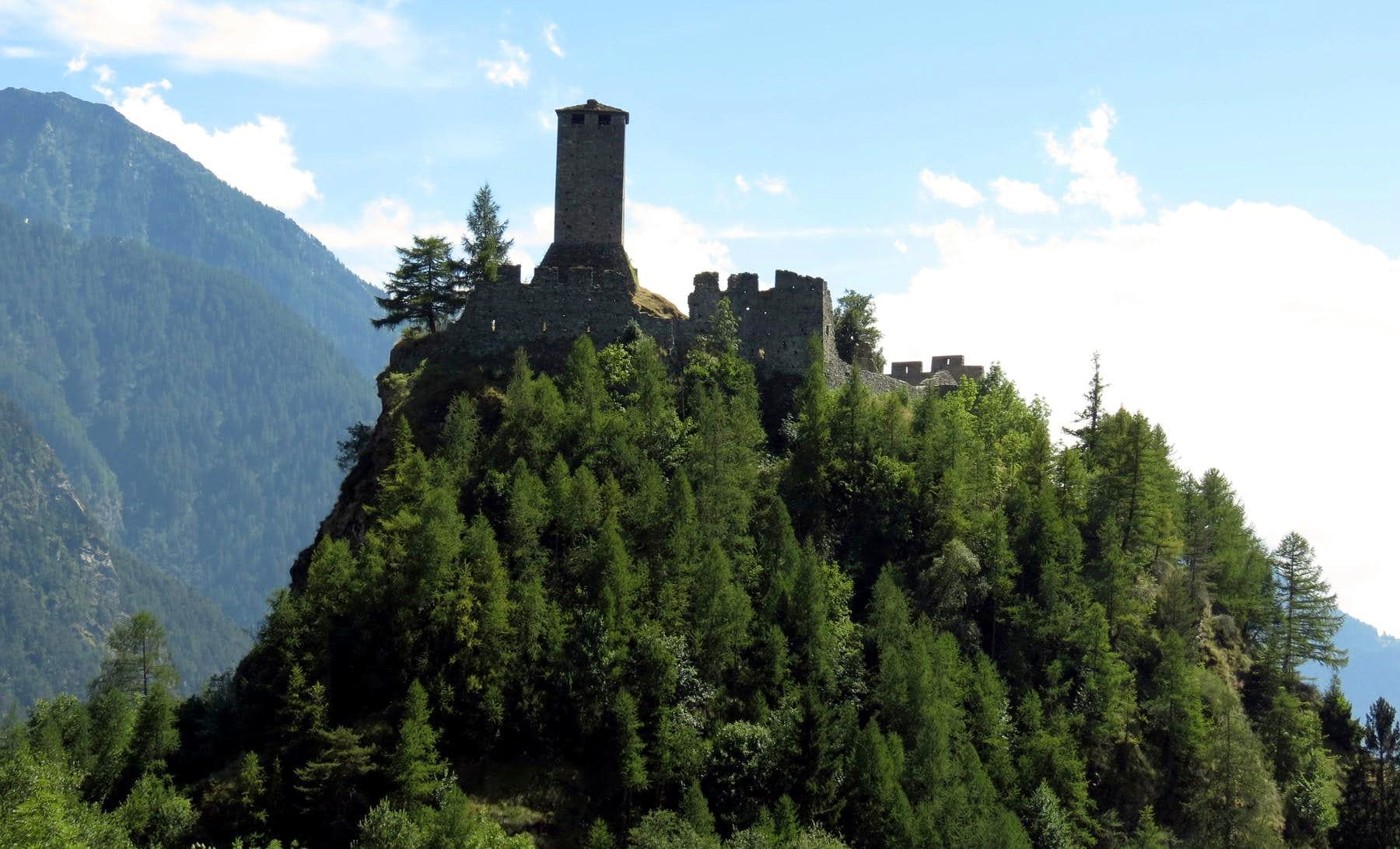 One-week trip around Castles Churches & Shrines of the Aosta Valley / A