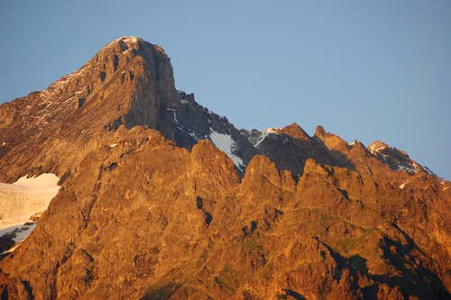 Wettehorn and Chrinnenhorn at sunset