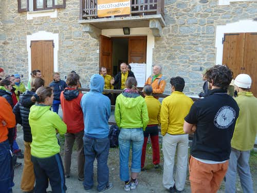 Morning briefing in Ceresole Reale