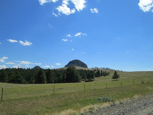 The Missouri Buttes from the road