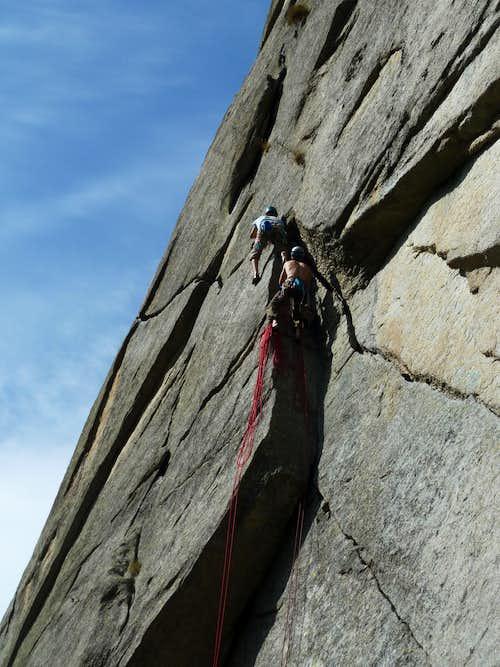 Sergent - A party climbing Fessura della Disperazione
