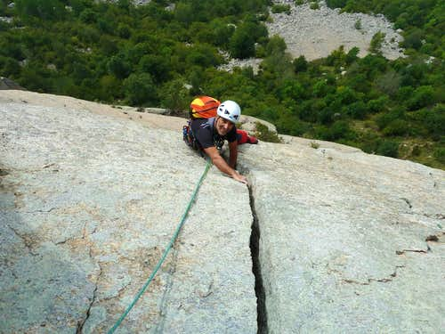 Torre di Aimonin, The Ridge - Crack before the cave