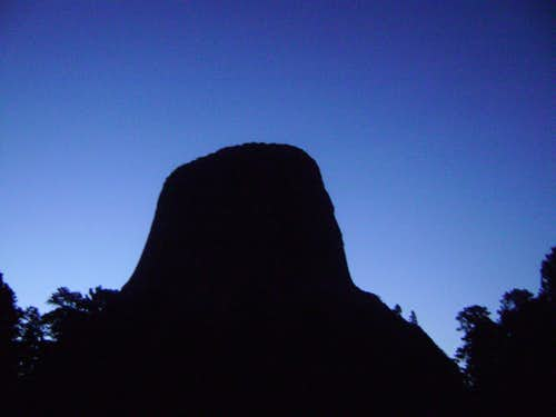 Devils Tower at night