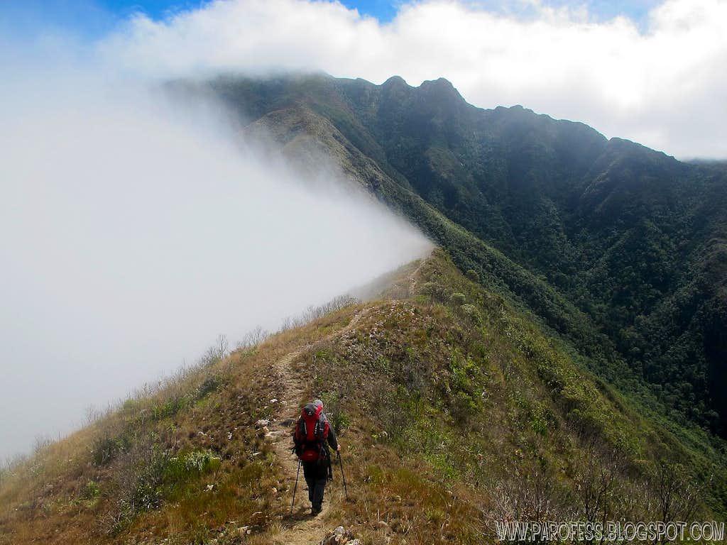 Ridge blocking the clouds at 2.040m