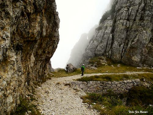 Walking near Forcella del Dente Rotto (Broken Tooth notch)