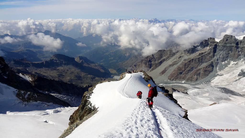 On the snow ridge of Pollux