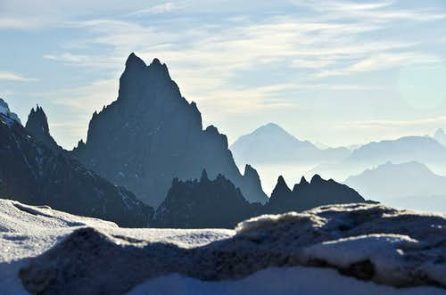 Aiguille Noire de Peuterey (3773m).