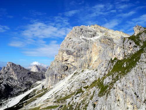 Lagazuoi Piccolo and Lagazuoi Hut on the summit