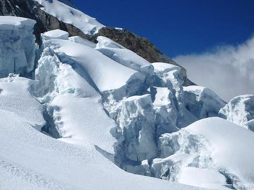 Detail of the icefall on Huascarán, upwards from Campo Uno