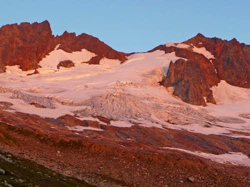 Alpenglow on Boston and Sahale