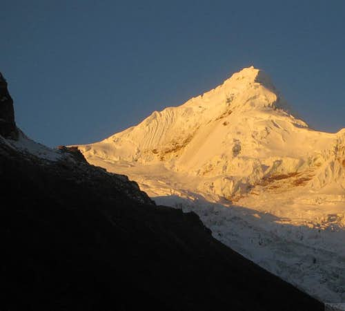 Alpenglow on Tocllaraju