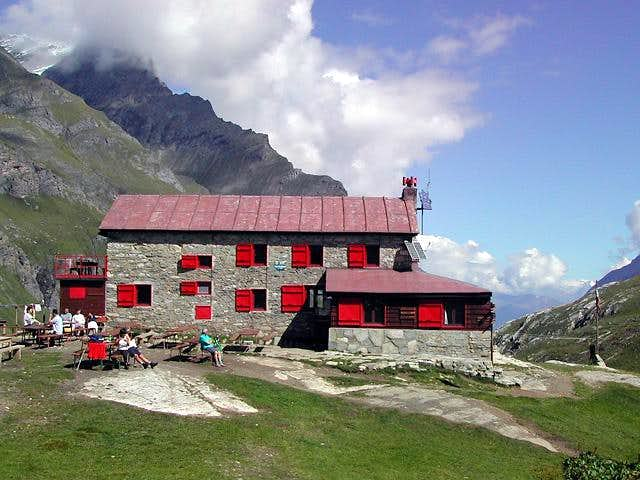 Benevolo Hut (<i>2285m</i>), Val di Rhemes
