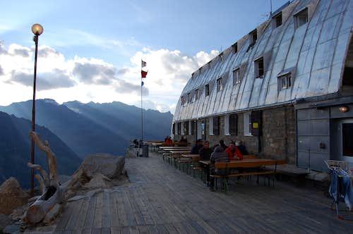 Vittorio Emanuele II Hut 2775m