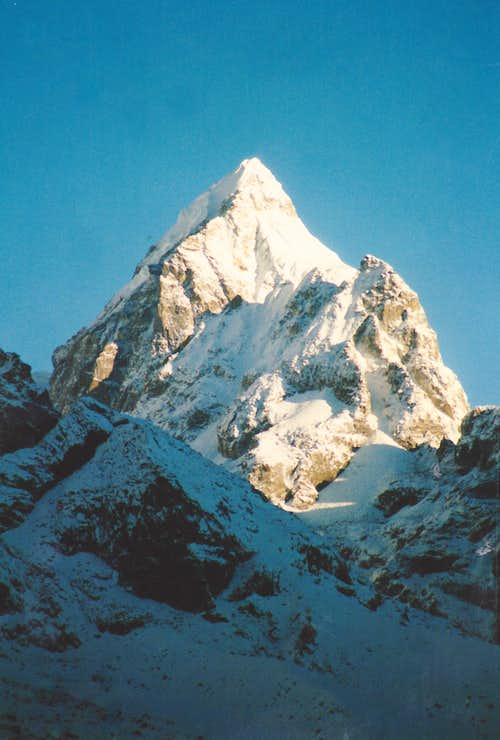 Unknown peak in the Khumbu