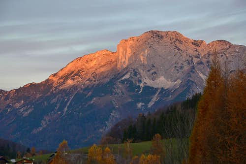 The first rays of sunlight hit the Untersberg