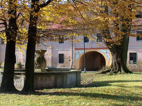 Henryków cloister in autumn