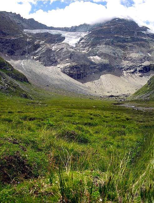 Gran Paradiso GROUP: at the foot of the Northern wall  of  La Grivola <i>3969m</i>