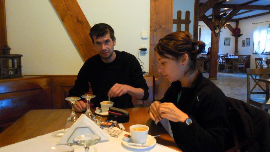 Morning coffee in Plaiul Foii hut
