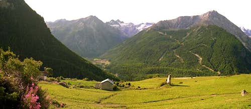 Gran Paradiso GROUP: view  southwards <br>from the vicinity of Gimillan