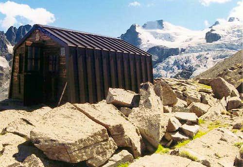 Gran Paradiso GROUP: Leonessa  <i>bivouac 2910m</i>,<br> at the foot of the Herbetet east ridge