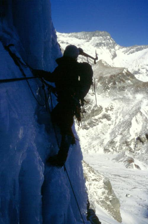 Ice-fall climb over Pian de la Mussa