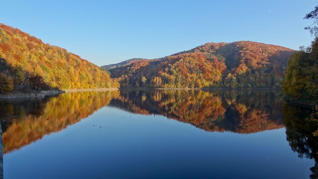 Autumn evening on the Bystrzycza reservoir