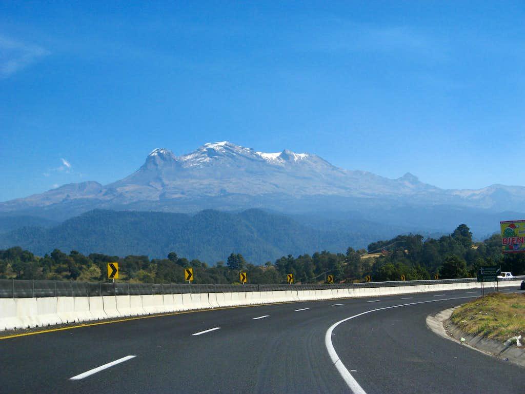 Highway view of Izta