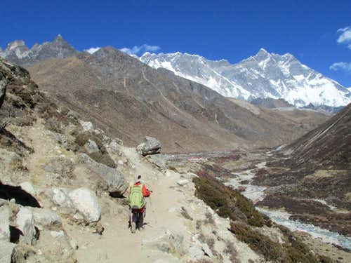 Approaching Dingboche