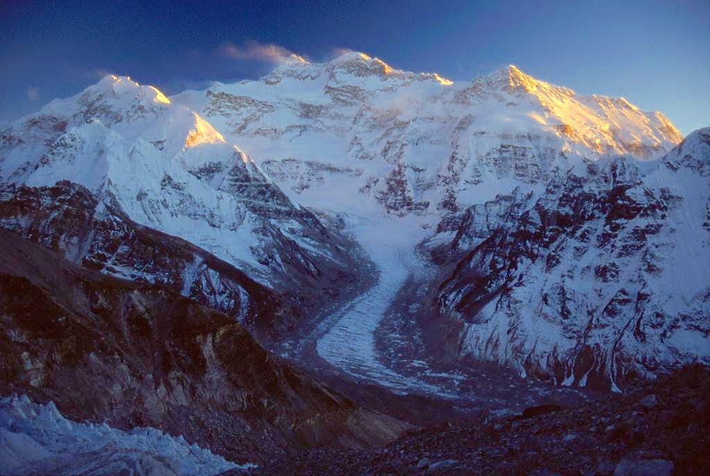 Supreme mountain vista: Kangchenjunga