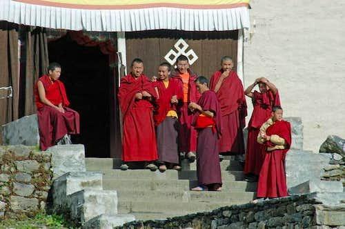 Smalltalking monks warming...