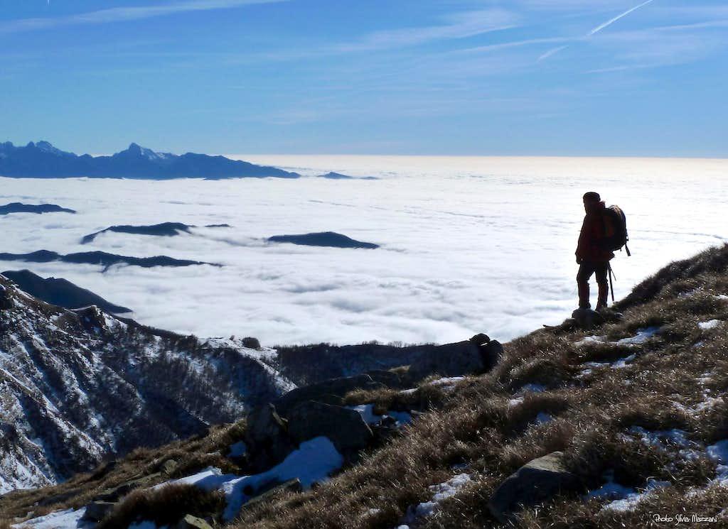 Marmagna, sea of clouds towards Alpi Apuane