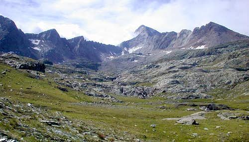 Gran Paradiso GROUP:  going into the hearth of Vallone di Acque Rosse...