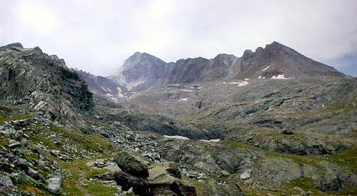 Gran Paradiso GROUP: Vallone di Acque Rosse and the ridge starting from Torre di Lavina <i> 3308m</i>
