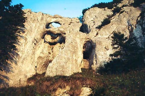 The rock arches on the NW...